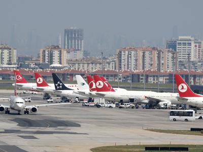 В стамбульском аэропорту столкнулись самолеты