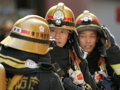 Не менее трех человек погибли, еще 200 пострадали при землетрясении в Японии