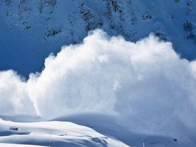 В Италии снежная лавина полностью накрыла горный отель