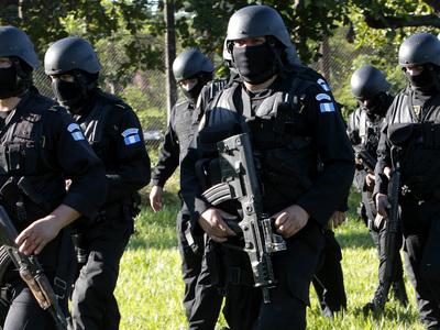 В Гватемале по обвинению в коррупции задержаны родственники президента