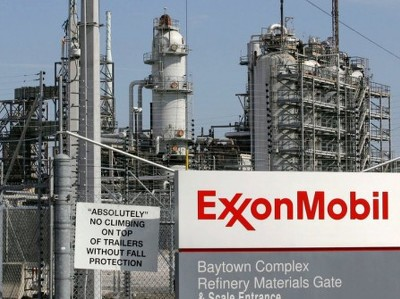Прибыль Exxon упала на 63%, Chevron получила убыток