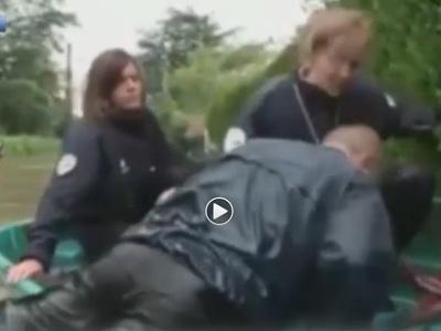 Жандармы едва не утонули при съемках ролика о том, как спастись от наводнения
