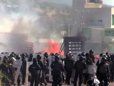 В Мексике демонстрация учителей завершилась погромами и жертвами