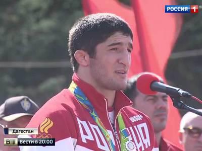 Российских олимпийцев встречают дома как героев