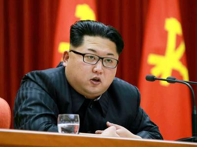 Санкции помешали Ким Чен Ыну подарить каждому школьнику по мячу
