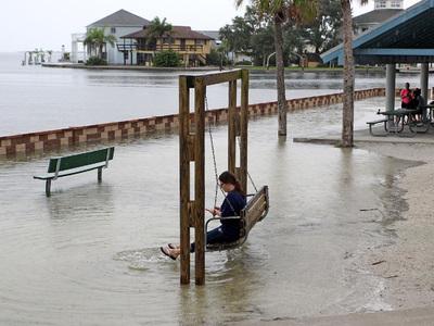 """Ураган """"Эрмина"""" стал причиной введения ЧС в трех американских штатах"""