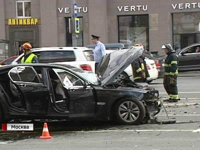 Авария на Кутузовском: столкнулись BMW и Mercedes