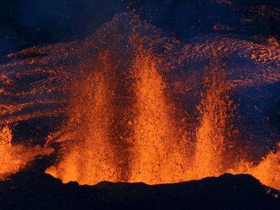 Один из самых активных вулканов мира снова начал извергаться