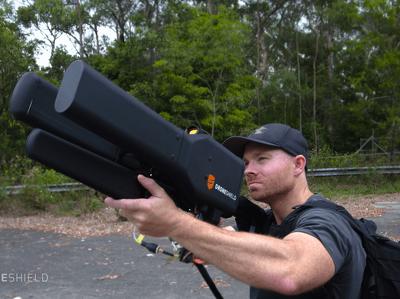 Противодроновое ружье сбивает цель за 2 километра