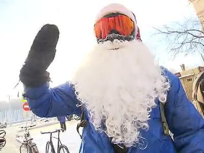 По сугробам - на велосипеде: аномальные холода не помеха москвичам