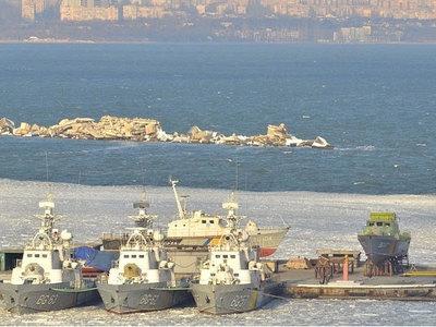 Все несколько кораблей украинского флота вмерзли в лед у Одессы