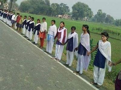 """25 миллионов индийцев выстроились в живую цепь за введение """"сухого закона"""""""