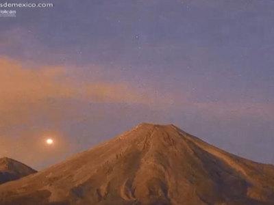 Над мексиканским вулканом опять пролетел НЛО. Видео