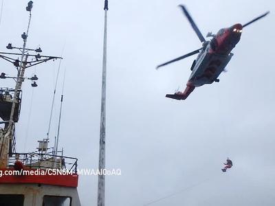 Ирландские спасатели эвакуировали травмированного рыбака с российского траулера