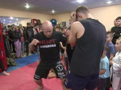Джефф Монсон провел серию мастер-классов для молодых бойцов в Донецке