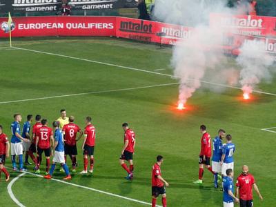 Албанские фанаты едва не сорвали матч со сборной Италии