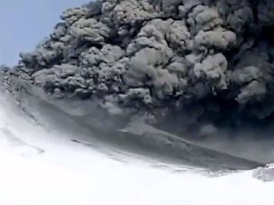 На Камчатке впервые за сотни лет вулкан Камбальный начал выбрасывать пепел