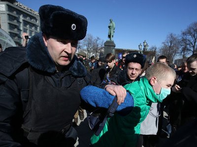 В центре Москвы задержали около 500 человек