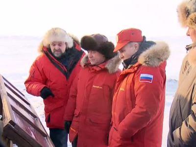 Путин и Медведев проверили уборку Земли Александры