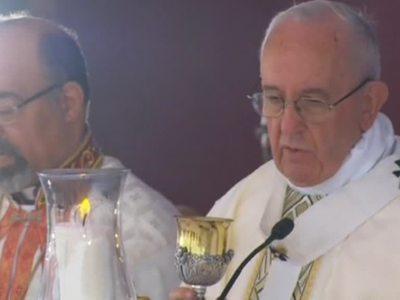"""""""Ирма"""" заставила Папу Римского сделать крюк"""