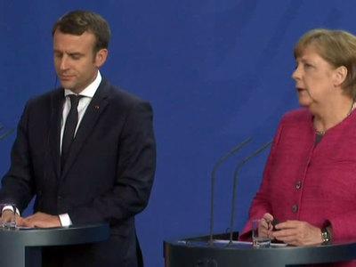 Меркель и Макрон выступят за продление санкций
