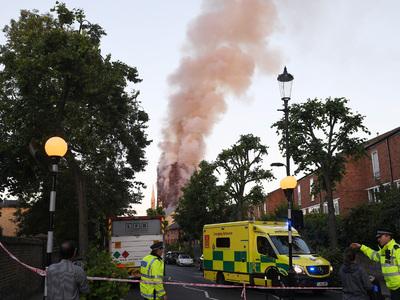 Число жертв пожара в Лондоне выросло