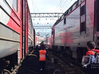 "На Курском вокзале ""Стриж"" снес с рельсов электричку"