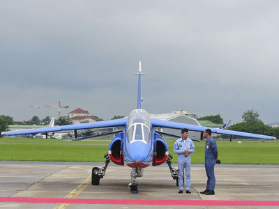 Командующего ВВС Франции уличили в полетах к семье на истребителе