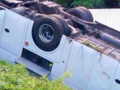 Под Хабаровском опрокинулся автобус с 35 пассажирами
