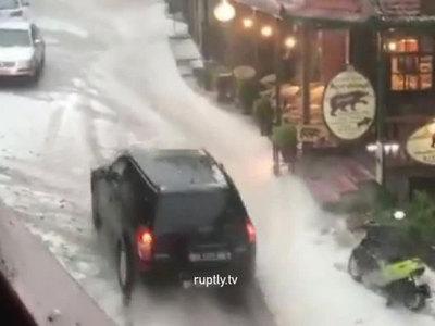 Град и буря в Греции: уничтожен урожай, затоплены поля и дороги
