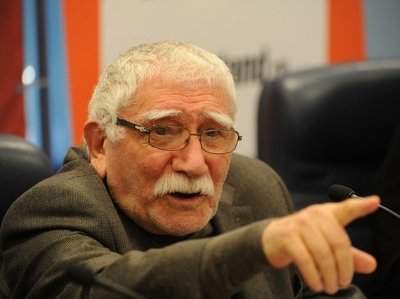 Армен Джигарханян говорит, что не хотел детей от молодой жены