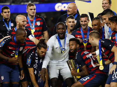 Американские футболисты - победители Золотого кубка КОНКАКАФ
