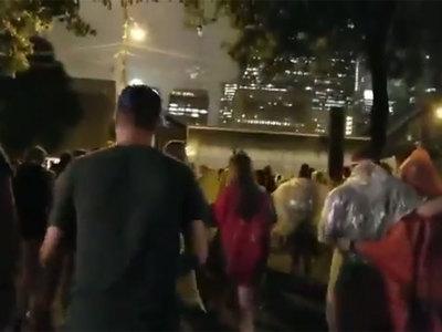 Ураган сорвал крупнейший музыкальный фестиваль в США
