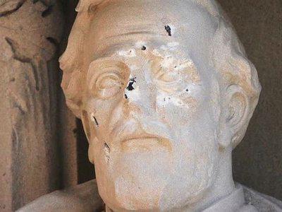 В Университете Дьюка в США демонтировали памятник генералу Роберту Ли