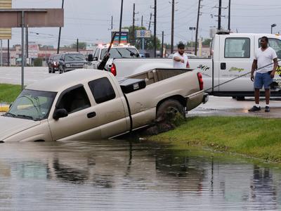 В центре урагана: генконсульство РФ в Хьюстоне под угрозой затопления