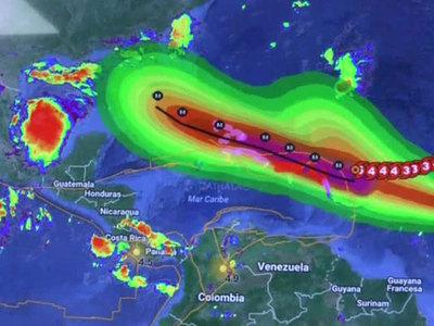 """Ураган """"Ирма"""" подойдет к берегам Флориды через несколько часов"""