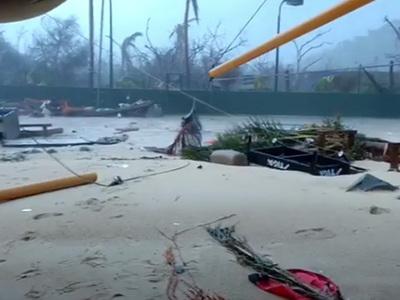 """Ричард Брэнсон показал разрушения своего острова от """"Ирмы"""""""