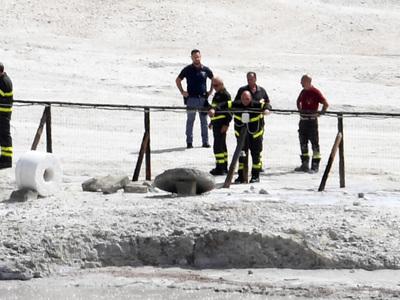 В Италии семья из трех человек провалилась в кратер вулкана