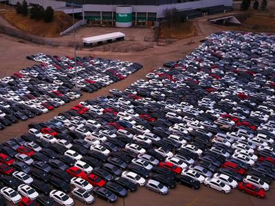 """В США массово разворовывают """"Фольксвагены"""" с автомобильного кладбища"""