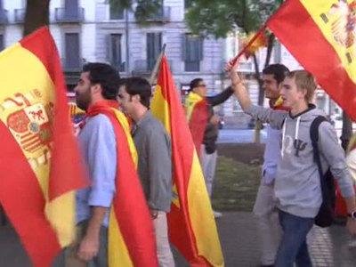 Тысячи сторонников единства Испании вышли на улицы Барселоны