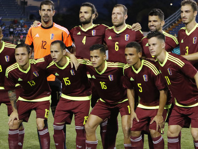 К футболистам сборной Венесуэлы перед матчем подослали проституток
