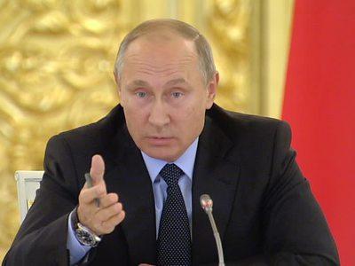 Путин призвал бороться с фальсификацией истории