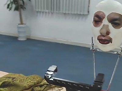 Систему распознавания лица в iPhone X обманули маской