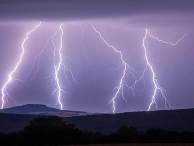 Физики обнаружили, что при ударе молнии образуется антиматерия