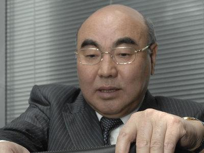 Экс-президента Киргизии закидали яйцами