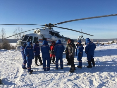 Водолазы обследовали дно на месте крушения вертолета в Братском районе
