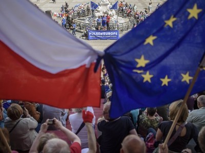ЕС лишает Польшу права голоса