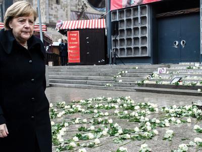 Берлин вспоминает теракт на рождественской ярмарке