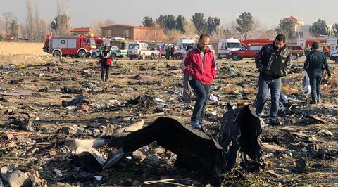 Камера сняла предполагаемое попадание двух ракет в украинский Boeing