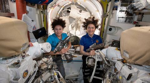 В открытый космос с МКС вышли две женщины